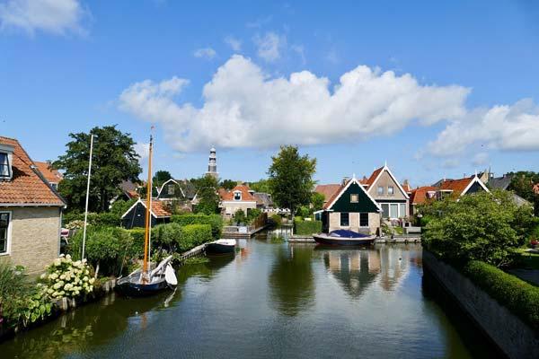 Hindeloopen bootjes in het kanaal